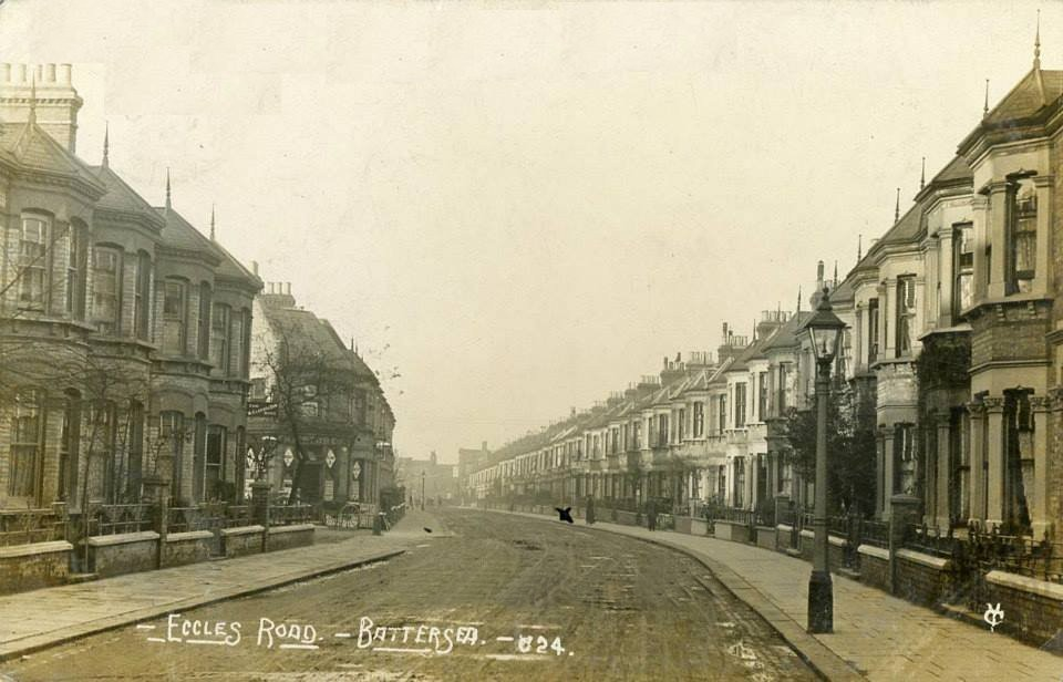 Eccles Road, Battersea (1906) - a perfect line of Victorian terraces.This view has not changed much - apart from the cars - in the intervening years.</SPAN>