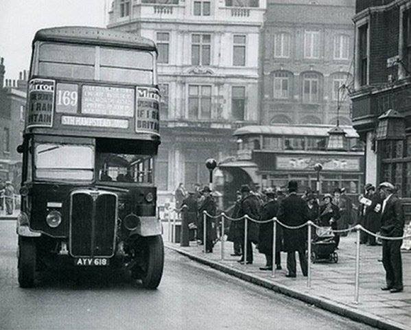 An STL bus entering Park Street from the High Street (1930).