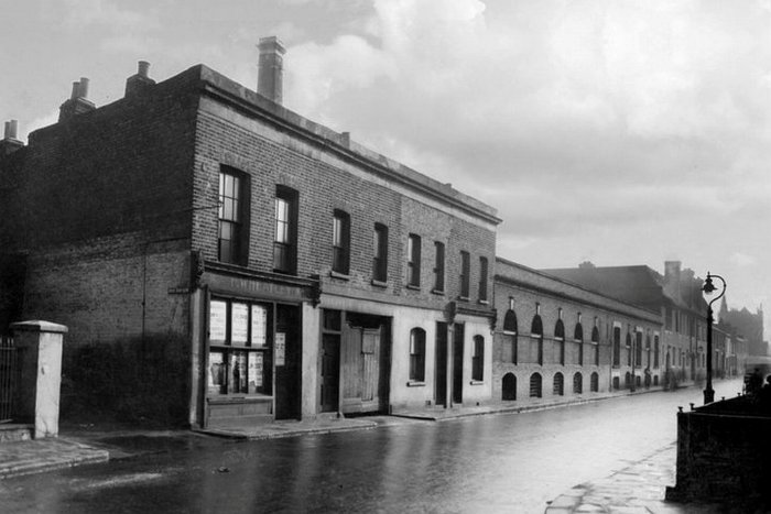 The old brewery on Walmer Road where Nottingwood House now stands. Photo dates from 1937.
